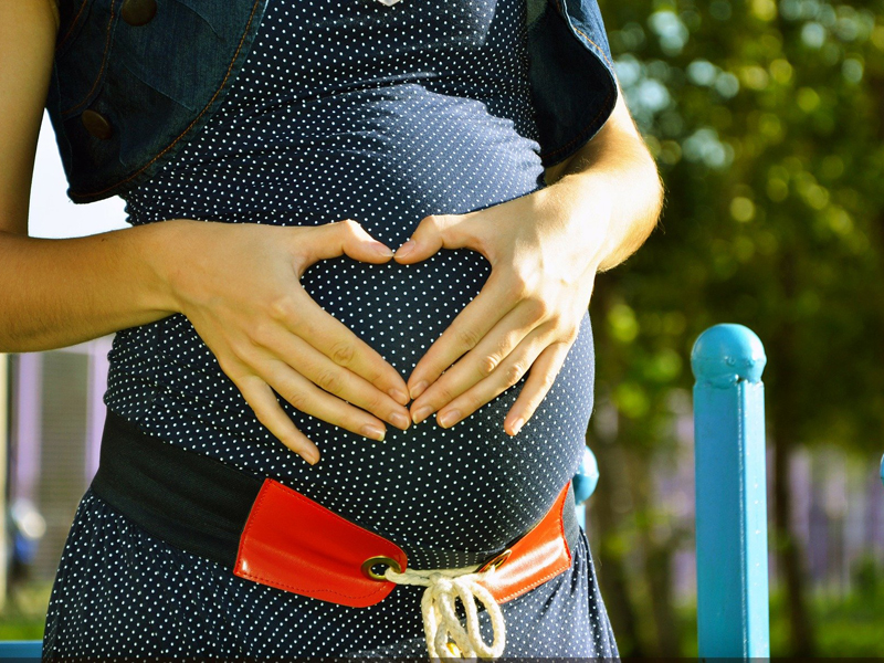 Las embarazadas con coronavirus no contagian a sus bebés