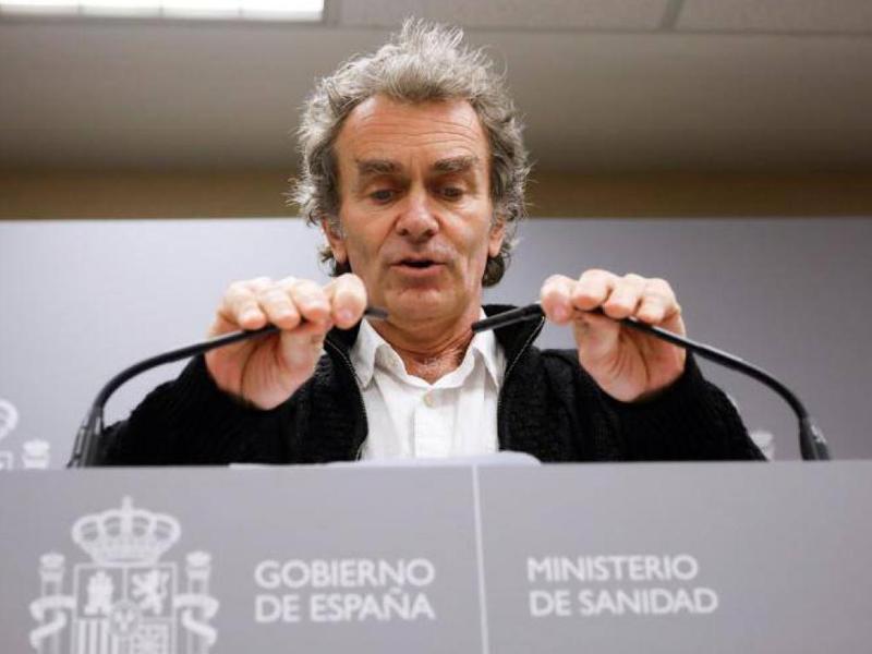 Fernando Simón se hace un lío con las cifras del coronavirus