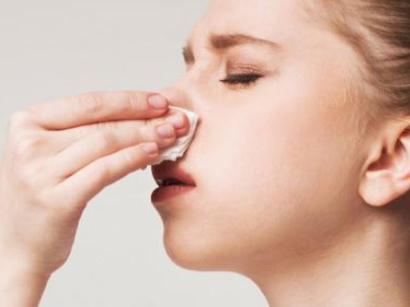 ¿Por qué me sangra la nariz?