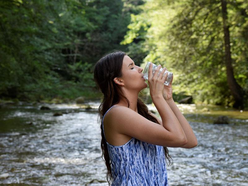 Los graves problemas de beber mucha agua