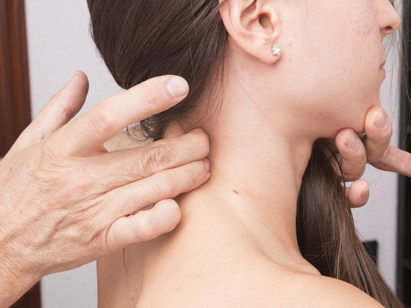 Posturas para prevenir el dolor cervical